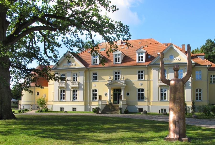 Kloster Saunstorf mit Friedensbote